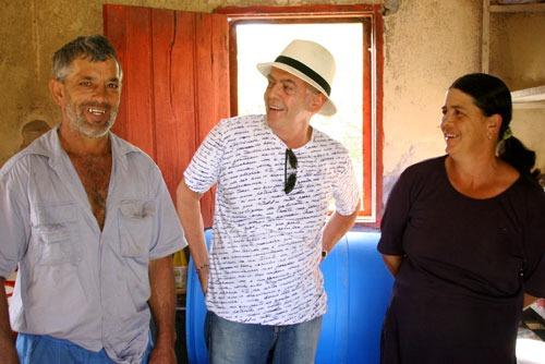 Helvécio Ratton (ao centro) e o casal Zé Pão e Ronilda. (Foto: Rusty Marcellini)