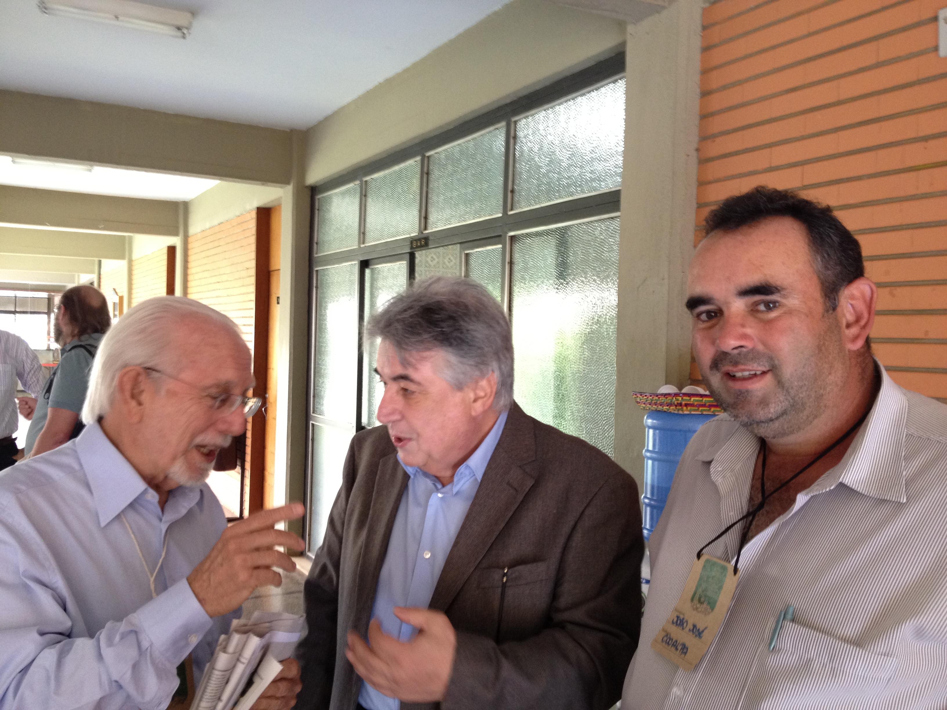 Da esquerda para direita: Aluísio Marques, da SerTãoBras, Ênio Marques, secretário Nacional de Defesa Agropecuária e João Melo, produtor do Alto Paranaíba (Foto: Li An)