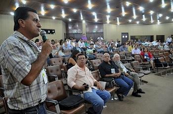 Leôncio Diamante discursa no simpósio da Paraíba. Foto SerTãoBras.