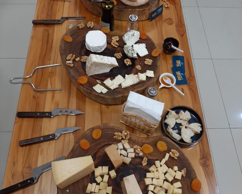 Tábua com queijos do Queijos e amigos